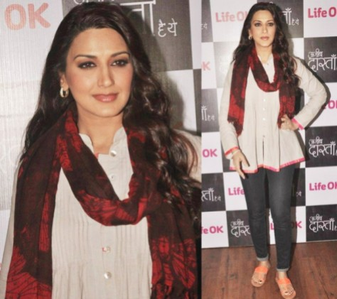 Bollywood Actress Sonali Bendre at an event wearing her version of a scarf.